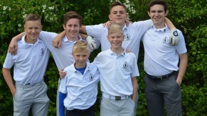 links hinten: Timo Schrepfer, Manuel Michel, Leopold Sturm, Simon Kellner, links vorne: Lukas Hofbauer, Florian Heidler. (Bild: GC Bad Abbach Deutenhof)
