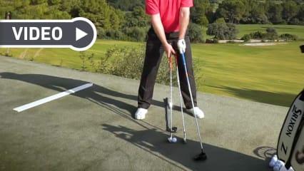 Fabian Bünker erklärt, wie Sie die richtige Ballposition finden. (Screenshot: Youtube.com/ Golf in Leicht)
