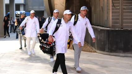 Sergio Garcia mit Ping Schlägern in Abu Dhabi. (Foto: Getty)