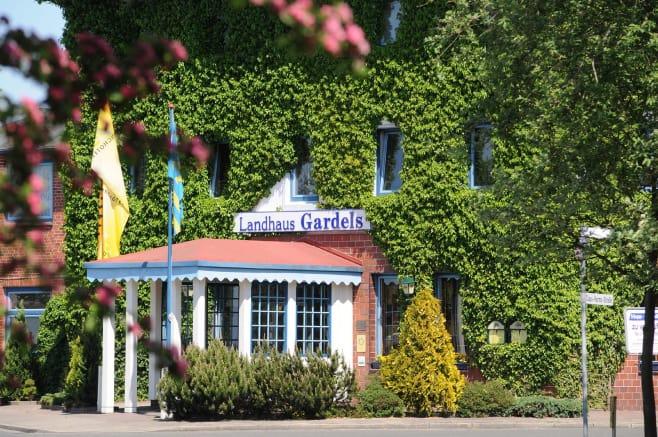 Hotelfoto Ringhotel Landhaus Gardels© D I R K H O L S T - D H S T U D I O - H A U P T S T R A S S E 2 3 9 - 5 1 1 4 3 K Ö L N - F O N 0 2 2 0 3 8 5 4 9 9 - B L Z 3 7 0 5 0 2 9 9 - K T O 9 6 1 4 0