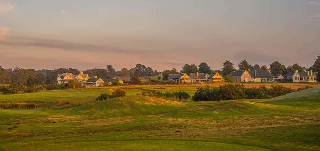Die 9-Loch Golfanlage fügt sich harmonisch in die umliegende Landschaft ein (Foto: Gowrie Farm)