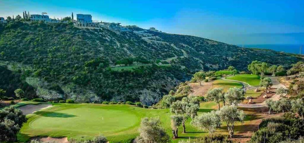Die Golfplätze auf Zypern beeindrucken mit Landschaft und Qualität. (Foto: Aphrodite Hills Hotel)