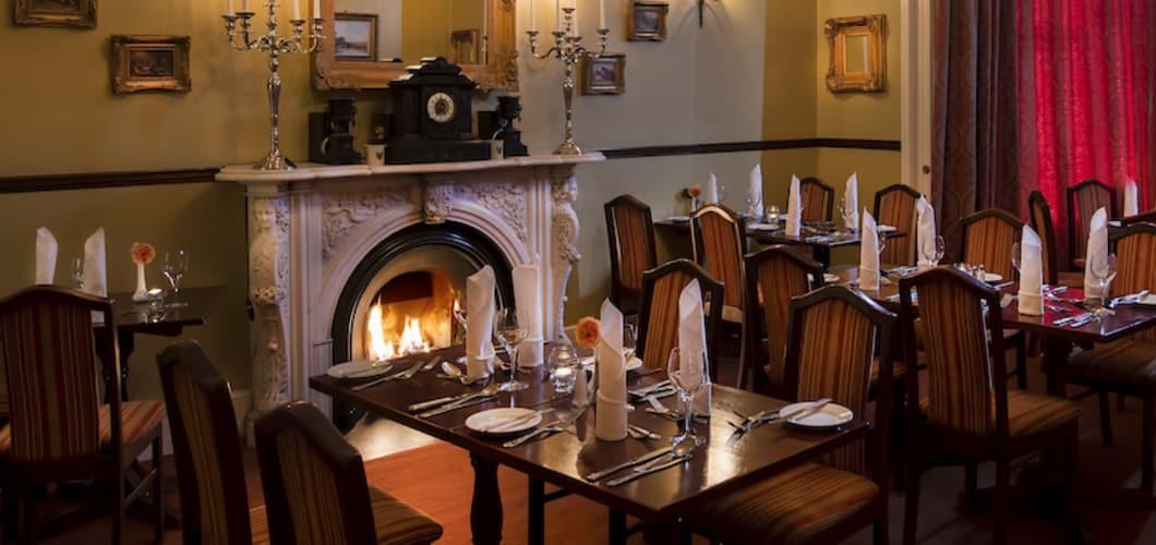 Im Restaurant des Hotels wird Ihnen Frühstück und Abendessen serviert.