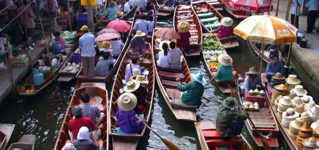 Einen Floating Market besuchen Sie an Tag 12.(Foto: Sophisticated Golftours)