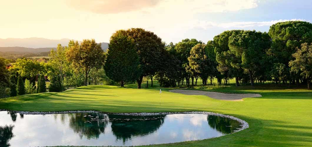 Der Golfplatz bietet 18 Löcher. (Foto: Golf Holiday Italy)