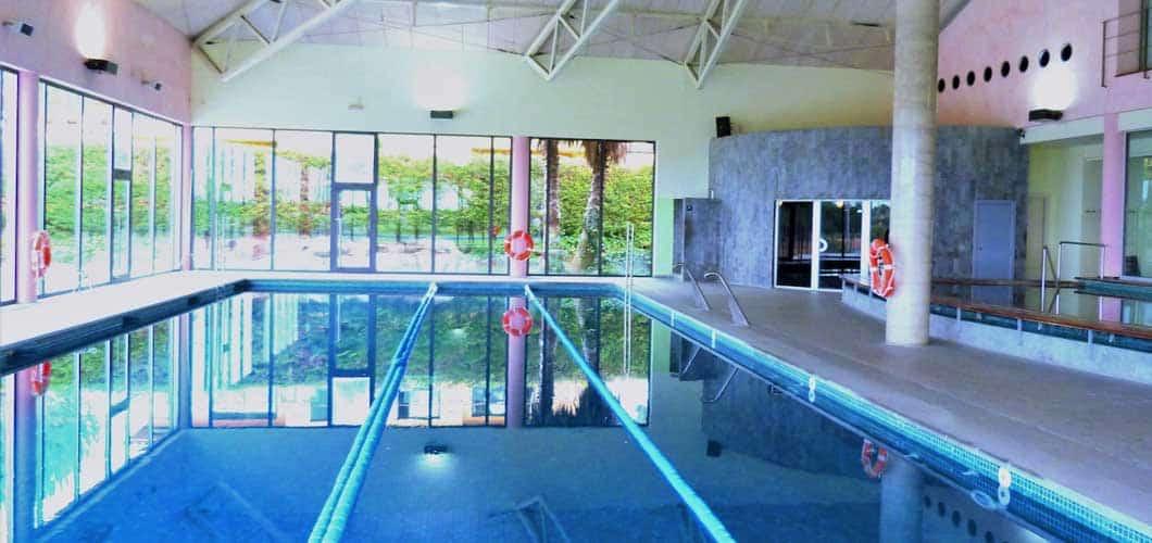 Ein großes Schwimmbad dient als Ablenkung und Regenerierung. (Foto: Golf Holiday Italy)