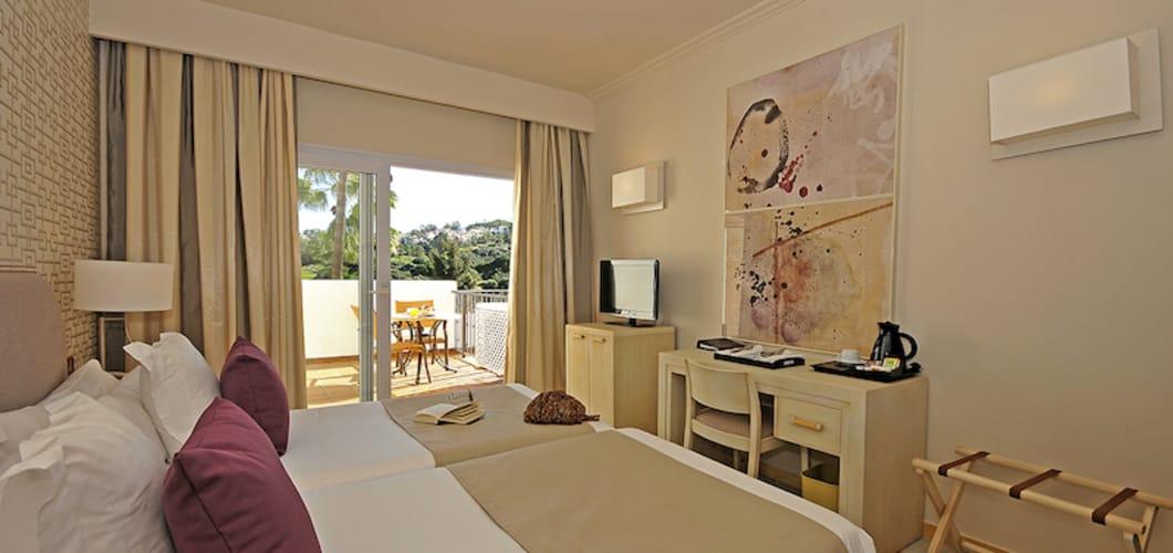 la_cala_golf_hotel_classic_room.jpg