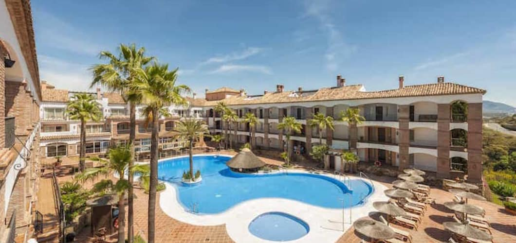 la_cala_hotel_pool_2.jpg