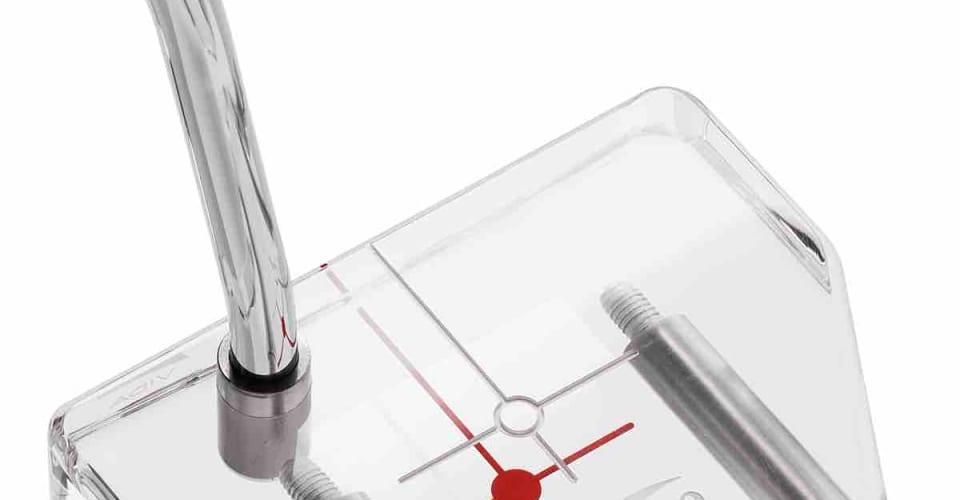 Der Vida Putter ist als transparente und als schwarze Version erhältlich und verfügt über eine sogenannte 2-Cross-Technologie, die beim Ausrichten helfen soll. (Foto: Rios Golf)