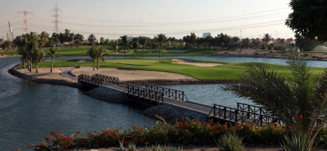 <h2>Sattes Grün inmitten der Wüste</h2> Die Vereinigten Ararbischen Emirate zählen insgesamt 24 Golfplätze, fünf davon finden sich allein in und um Abu Dhabi herum. <br> (Foto: Getty)