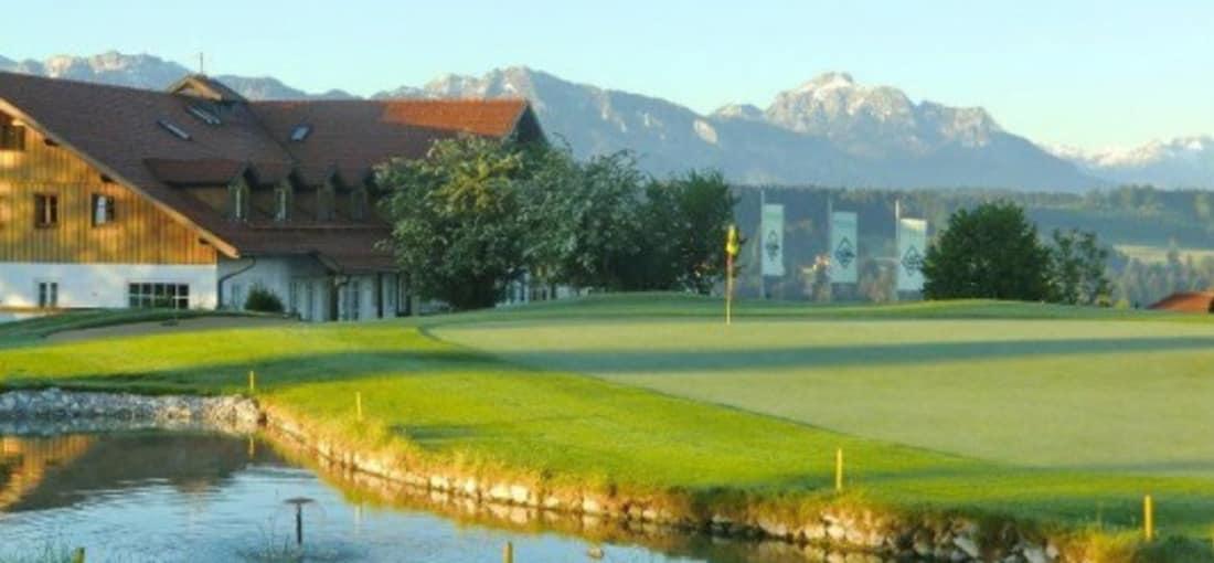<h2>Auf der Gsteig</h2> Hier genießen Golfer neben dem Spiel eine wunderschöne Aussicht (Foto: s.schöttl).
