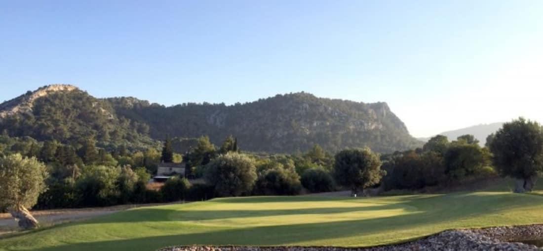Golf Pollensa ist ein 9-Loch-Platz der sich wie folgt charakterisiert: Hügelig mit schmalen Fairways und bietet einen grandiosen Ausblick. (Foto: Golf Pollensa)