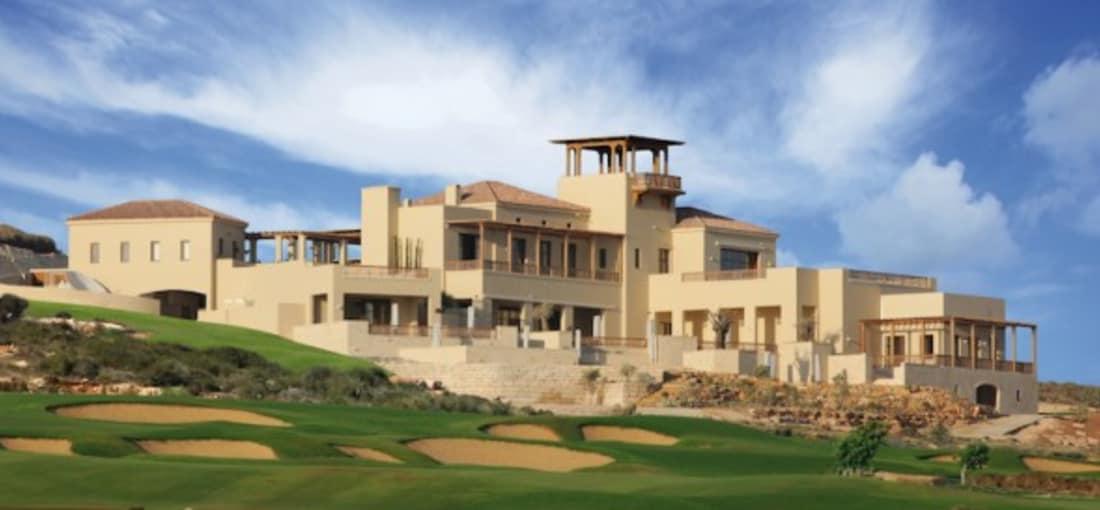 Das luxuriöse und einladende Clubhaus besitzt fünf Terrassen. (Foto: Eléa Golf Club)