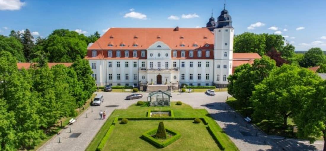 Eleganz und Moderne eindrucksvoll vereint im Schlosshotel Fleesensee.