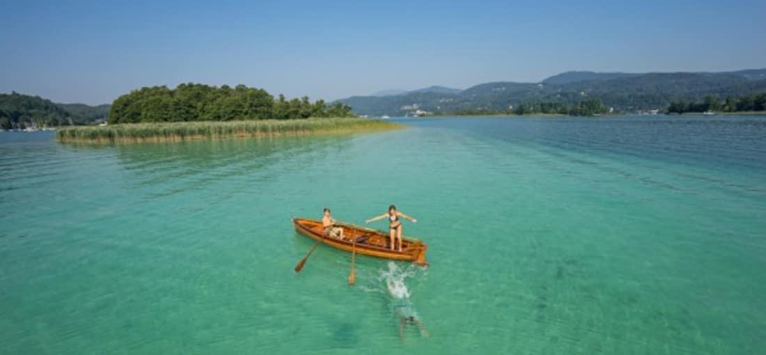 <h2>Die Kapuzinerinsel am Wörthersee</h2> Die kleine bewaldete Insel in Maria Wörth eignet sich ideal für einen Ausflug bei schönem Wetter. Hinüber geht es mit einem Motorboot. Kärnten ist auch bekannt für seine zahlreichen Seen ... (Foto: Kärnten)