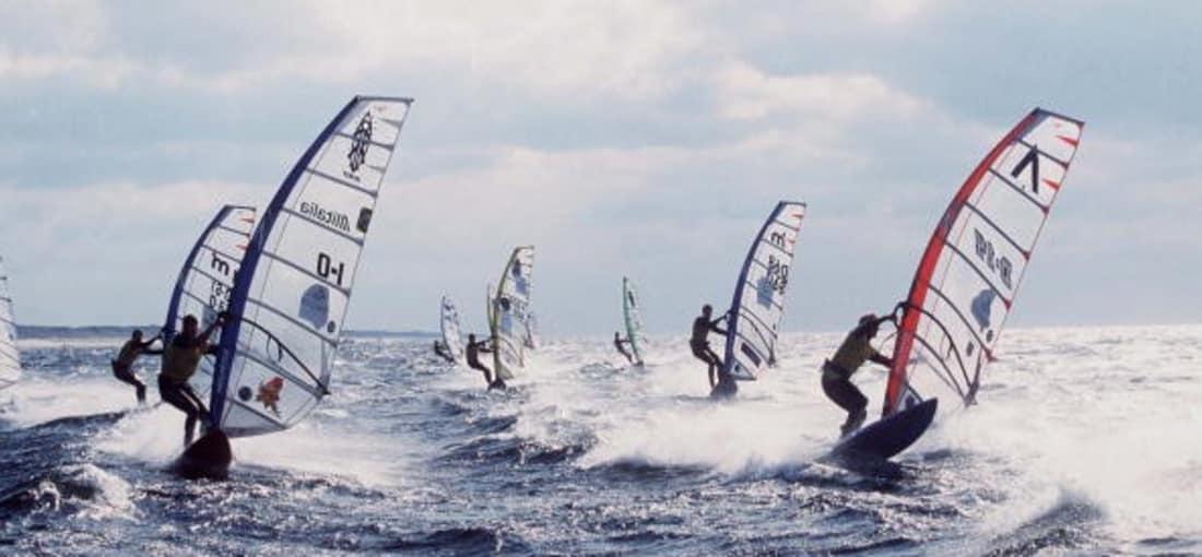 <h2>Windsurfen</h2> Der raue Wind ist die perfekte Voraussetzung für Windsurfer (Foto: getty).