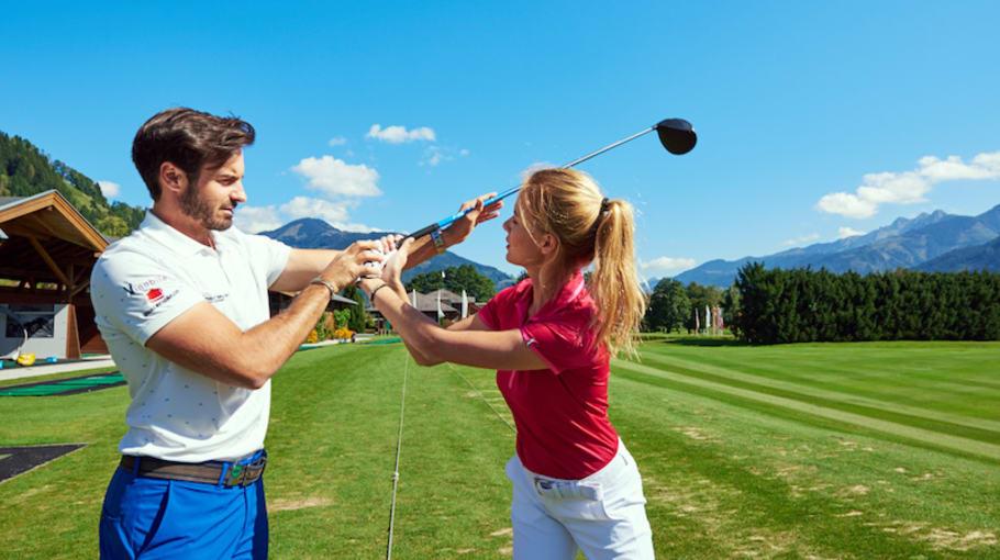 Im Umkreis von einer halben Autostunde befinden sich vier weitere abwechslungsreiche 18-Loch-Golfanlagen, die alle mit der Golf Alpin Card spielbar sind. Dazu gehören der Golfclub Brandlhof, Golfclub Urslautal, Golfclub Mittersill und Golfclub Goldegg. (Foto: Hotel Berner)