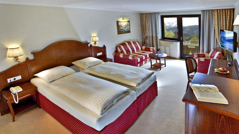 Die Junior Suiten bieten Ihnen einen schönen Ausblick über den Ort und den See. Sie sind geräumig und können bei Bedarf mit einem dritten Bett ausgestattet werden. (Foto: Hotel Berner)