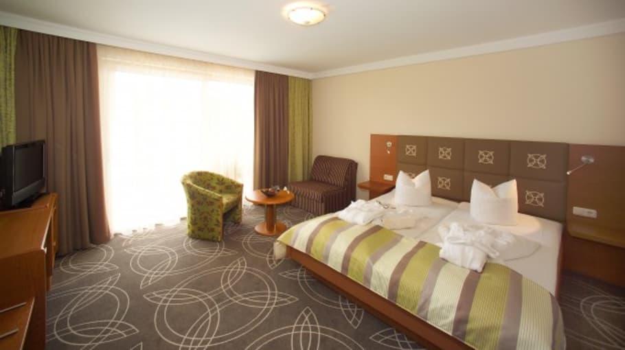 """Die Zimmer und Suiten sind nach den Elementen mit speziellen Hölzern und Farben gestaltet. <a title=""""Hier gehts zur Hotelseite"""" href=""""http://www.balancehotel.at""""_blank"""">Hotel Balance am Wörthersee</a> (Foto: Resch Kommunikation)"""