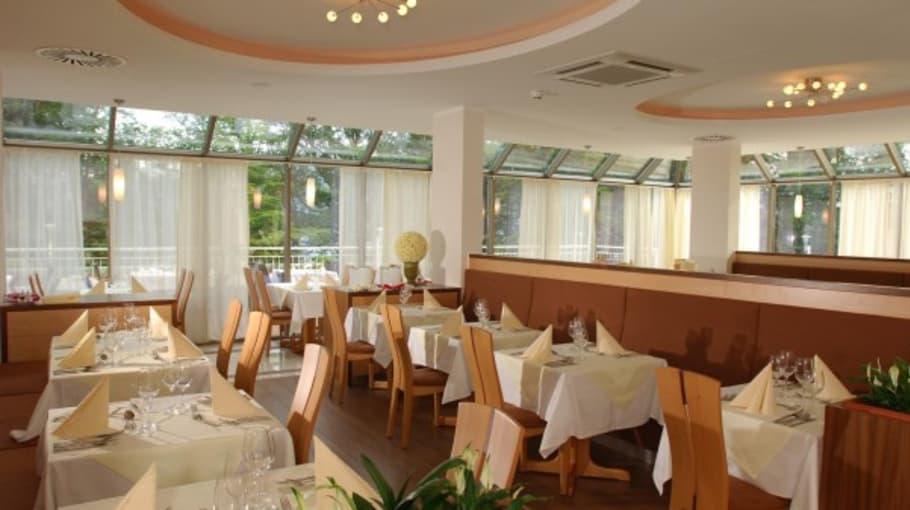 """Lichtdurchflutetes Restaurant. <a title=""""Hier gehts zur Hotelseite"""" href=""""http://www.balancehotel.at""""_blank"""">Hotel Balance am Wörthersee</a> (Foto: Resch Kommunikation)"""