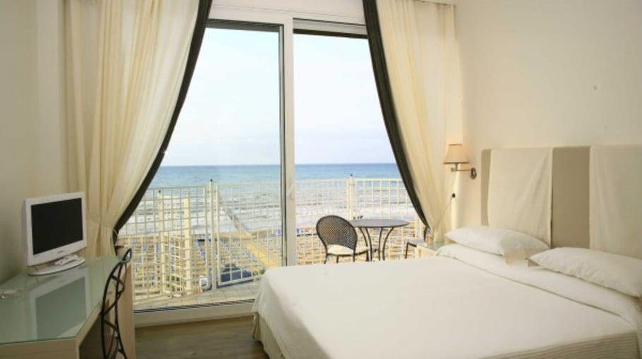 Die Zimmer sind hell und modern gestaltet. (Quelle: Hotel Ril
