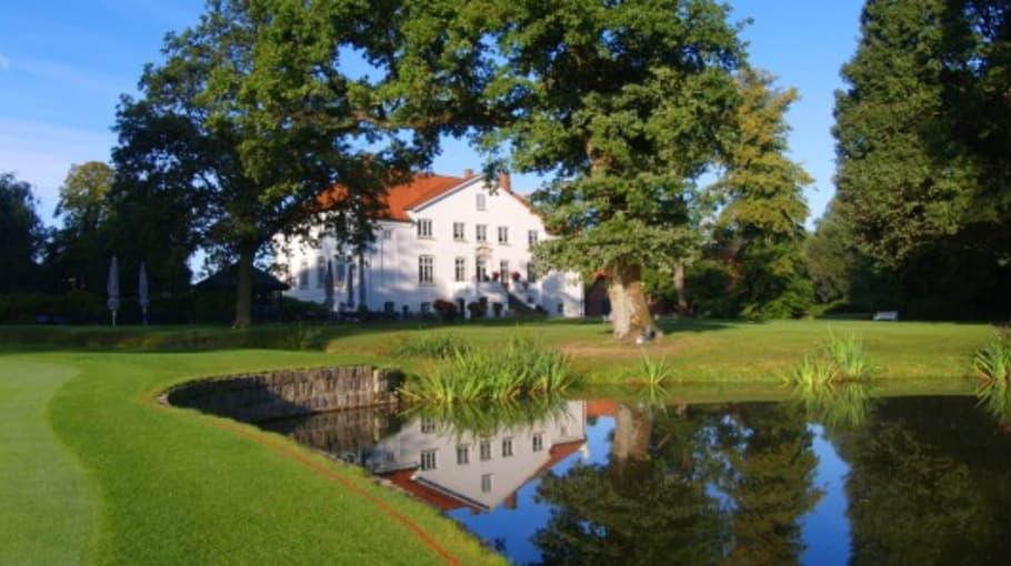 Ein Blick auf das Clubhaus Gut Kaden (Foto: Gut Kaden)