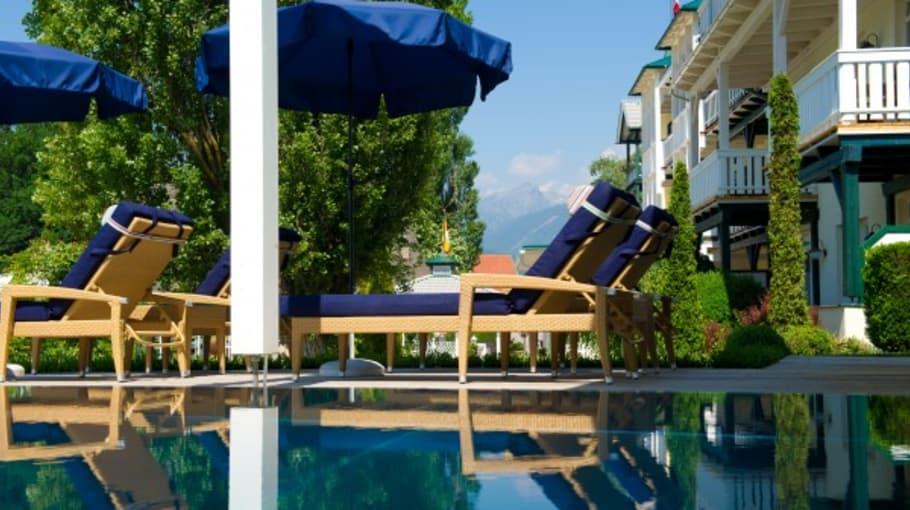<h2>Innen- und Aussenpool</h2>Am Pool können Sie sich herrlich entspannen und Ihren Urlaub in vollen Zügen genießen. (Foto: Das Moerisch)