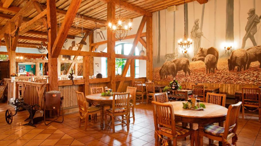 Stärkt Euch mit einer ausgewogenen Mahlzeit im Restaurant Conrad. (Foto: Landhotel Schloss Teschow)