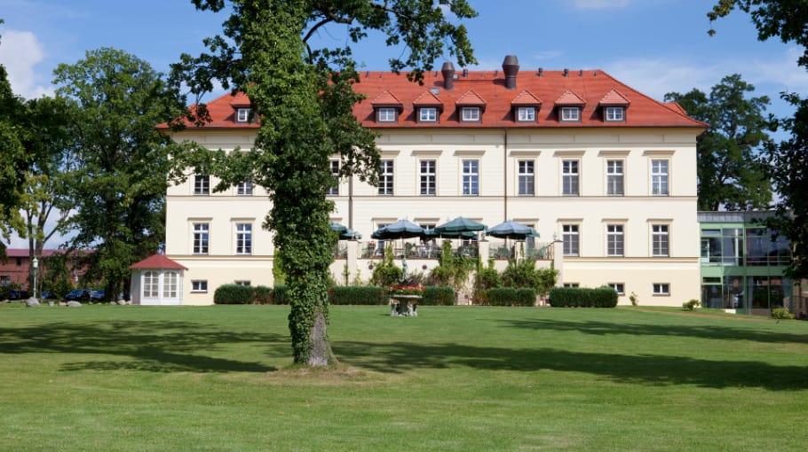 Lasst Euch verwöhnen von den reichhaltigen Restaurant Angeboten und dem Wellnessbereich. (Foto: Landhotel Schloss Teschow)