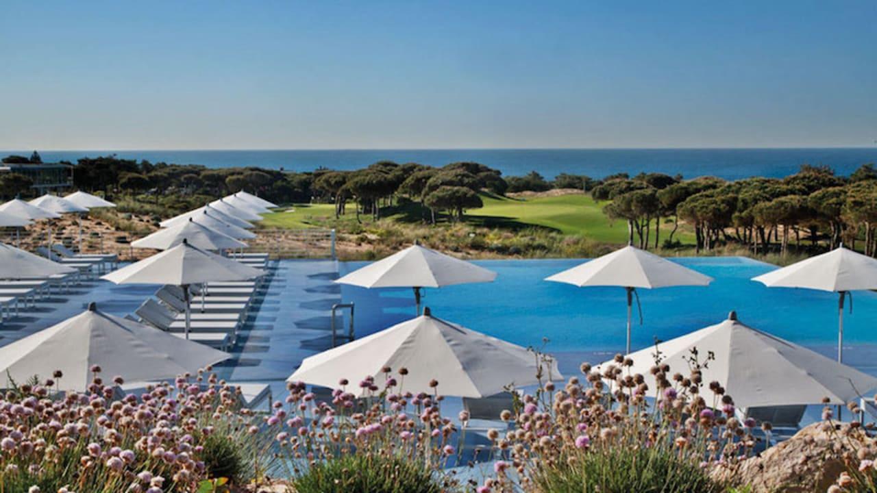 Im Pool kann man das portugiesische Wetter ausnutzen.