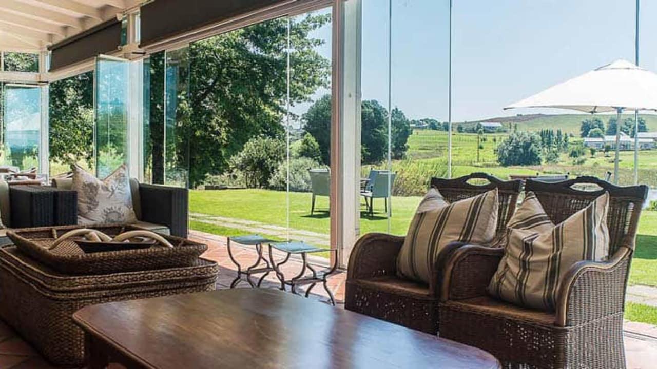 Von der eigenen Terrasse aus lassen sich herrliche Blicke auf den Golfplatz werfen und die Vorfreude auf die anstehende Golfrunde steigen (Foto: Gowrie Farm)