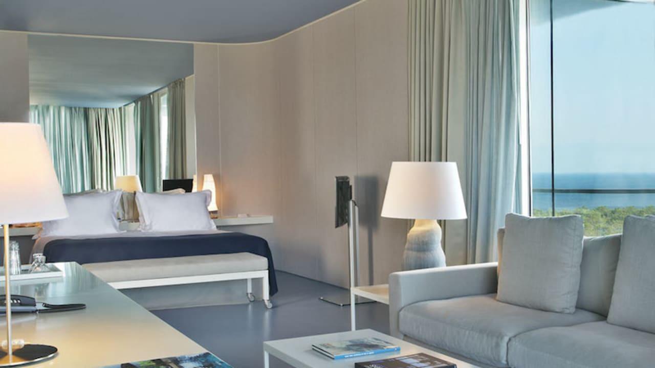 Die geräumigen Zimmer sind in einem modernen Design gehalten.