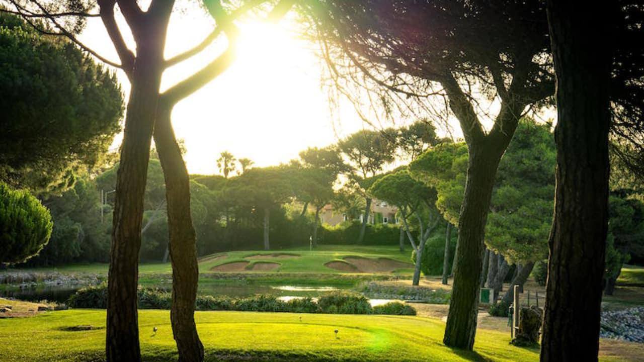 Der Quinta de Marinha Golf Club wurde von Legende Robert Trent Jones entworfen.
