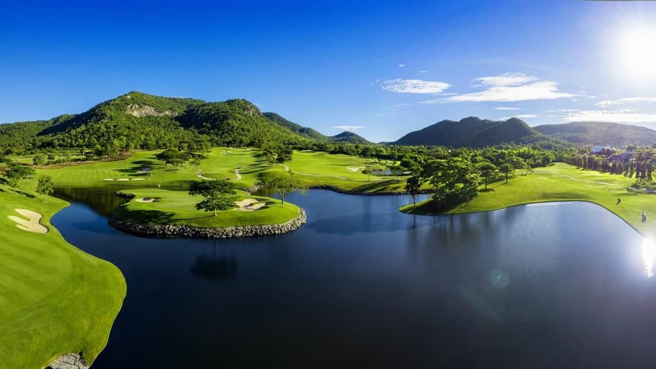 Der Black Mountain Meisterschafts Golfplatz ist für jeden Golfer eine unvergessliche Ehrfahrung. (Foto: keepthemoment)