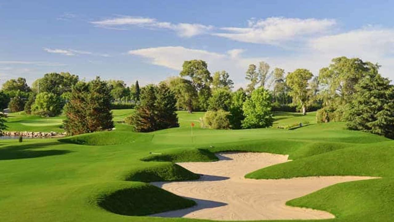 Der zweite Golftag führt die Reisenden etwas nordwestlich aus dem Stadtzentrum von Buenos Aires hinaus zu einer der schönsten Golfanlagen im Land. Der Pilar Golf Club bildet mit seinen 27 Spielbahnen und dem ansässigen Hilton Hotel ein äußerst schönes Golf Resort (Foto: Sophisticated Golf Tours)