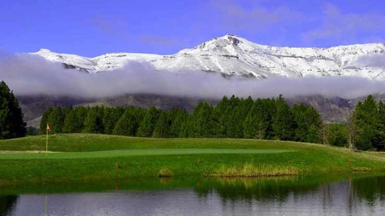Umwerfende Ausblicke in die Anden bietet eine Runde Golf auf dem ersten von Jack Nicklaus in Argentinien entworfenem Golfplatz (Foto: Sophisticated Golf Tours)