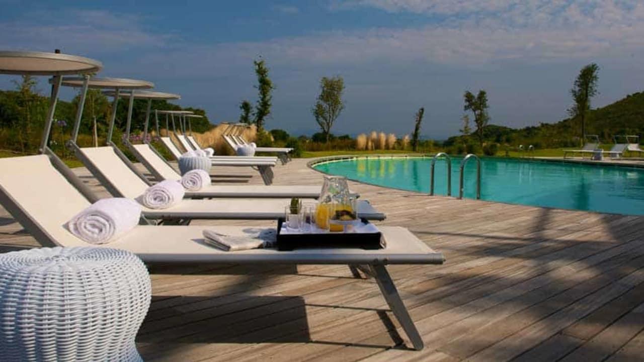 Impressionen Argentario Golf Resort & Spa: Der Pool lädt zum Entspannen ein. (Foto: Argentario Golf Resort & Spa)