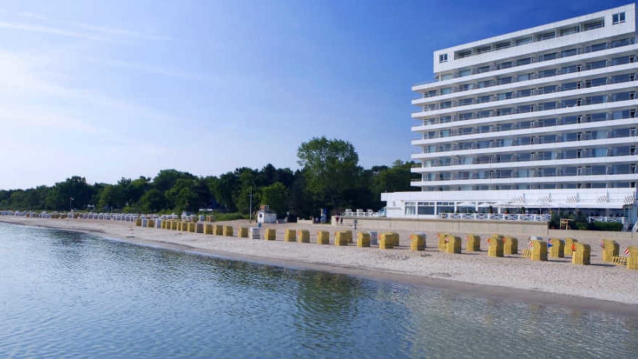 Sollten Sie eine Mitgliedschaft im GC Scharbeutz abschließen bezahlt das Grand Hotel Seeschlösschen Ihr Greenfee auf der Golfanlage am Timmendorfer Strand sowie der Golfanlage Hohwacht, wenn sie während Ihrer Runde bzw. Ihrem Aufenthalt ein Zimmer im Grand Hotel haben. (Foto: Grand Hotel Seeschlösschen)