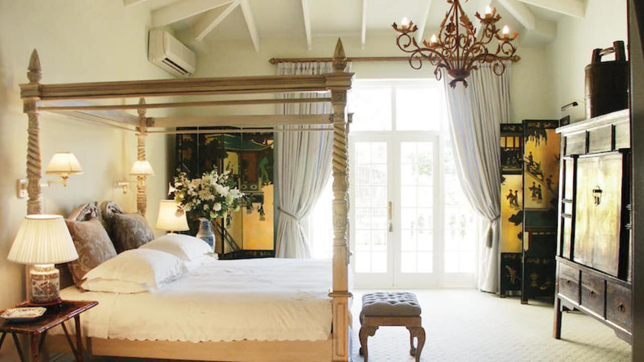 colona_castle_accchinese_suite_bedroom.jpg