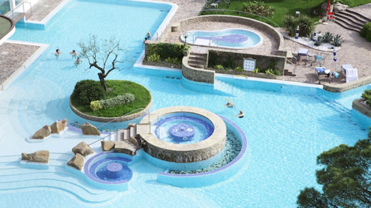 Die Nutzung der In und Outdoor- Thermalschwimmbäder, des Relax- Bereichs im Physiosal Center inklusive Sauna, Grotte und Whirlpool ist inklusive. (Foto: Musement)