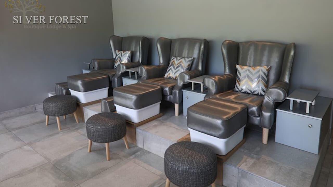 In den bequemen Sesseln des Spas kann man seine Behandlung genießen.