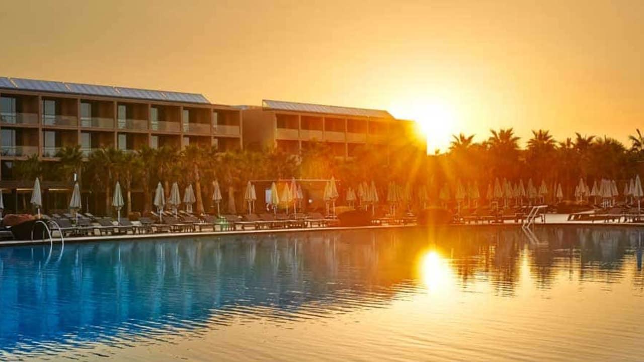 Das Vidamar Resort Hotel liegt nur 150 Meter entfernt vom Salgados Sandstrand. (Foto: Vidamar Resort Hotel)