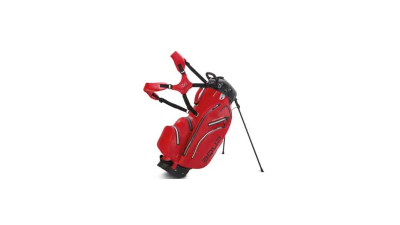 Das neue Aqua Hybrid Golfbag in der Farbe rot. (Foto: Big Max Golf)