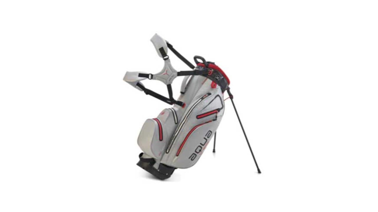 Das neue Aqua Hybrid Golfbag in der Farbe grau. (Foto: Big Max Golf)