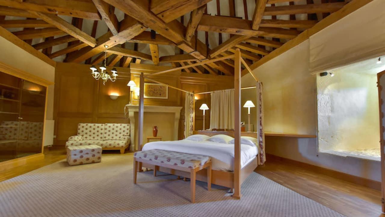 Das Hotel verfügt über 3 Schloss Suiten, die sich im Hauptgebäude des Hotels befinden. (Foto: Hôtel Golf Château de Chailly)