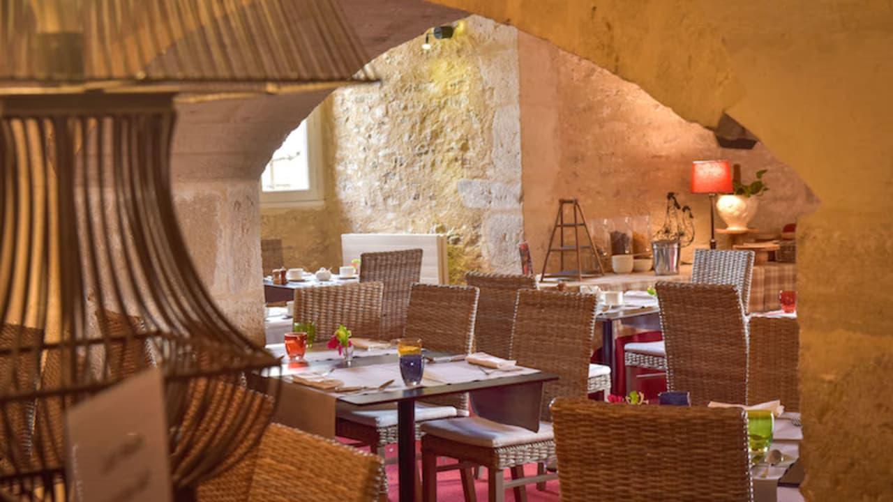 Le Rubillon befindet sich in der ehemaligen Küche des Schlosses, im Gewölbekeller. Auf der Karte, finden Sie mehrere Klassiker der Burgunder Küche. (Foto: Hôtel Golf Château de Chailly)