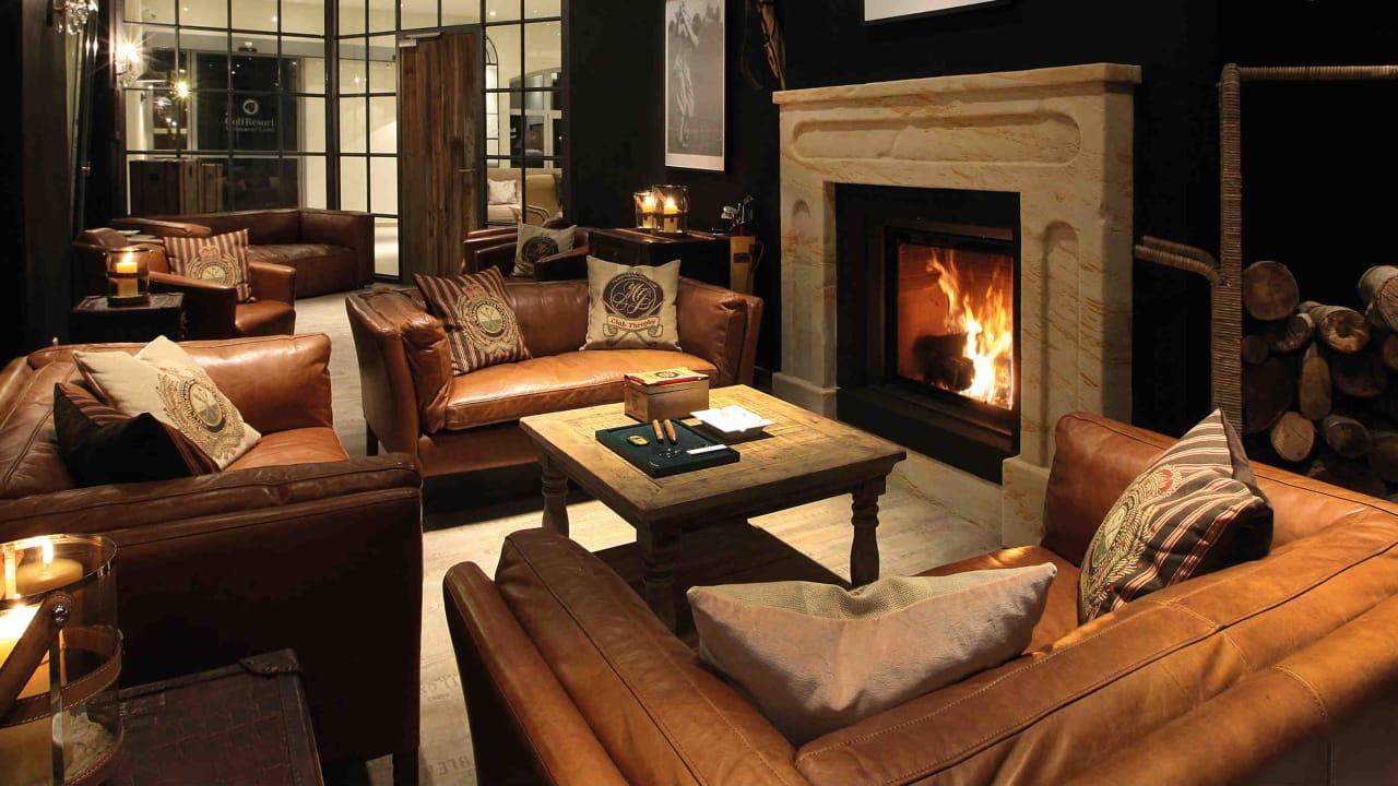 In der Smokers Lounge können Liebhaber in gemütlichem Ambiente eine Zigarre genießen.  (Foto: Spa & GolfResort Weimarer Land)