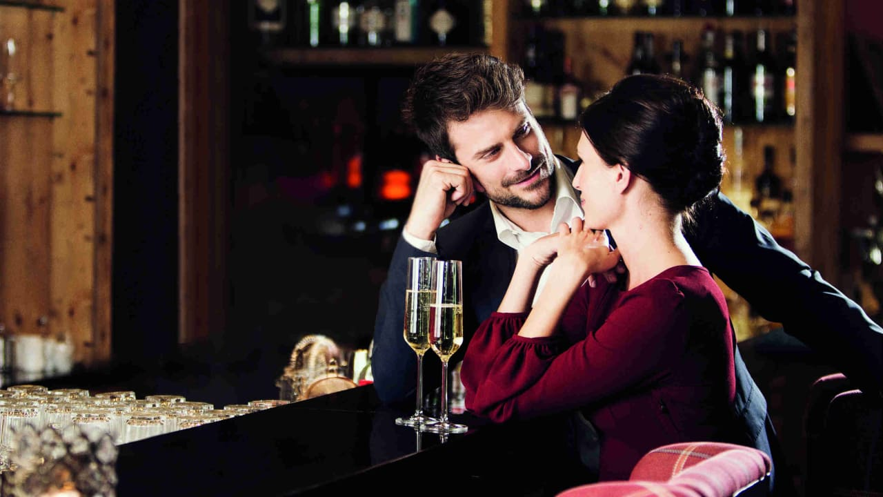 Wein, Champagner, Spirituosen...in der Slam Bar bleiben keine Wünsche offen.  (Foto: Spa & GolfResort Weimarer Land)