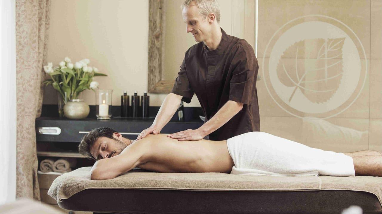 Wenn es auf der Runde Mal gezwickt hat, kann man sich bei der Massage vollends auskurieren.  (Foto: Spa & GolfResort Weimarer Land)