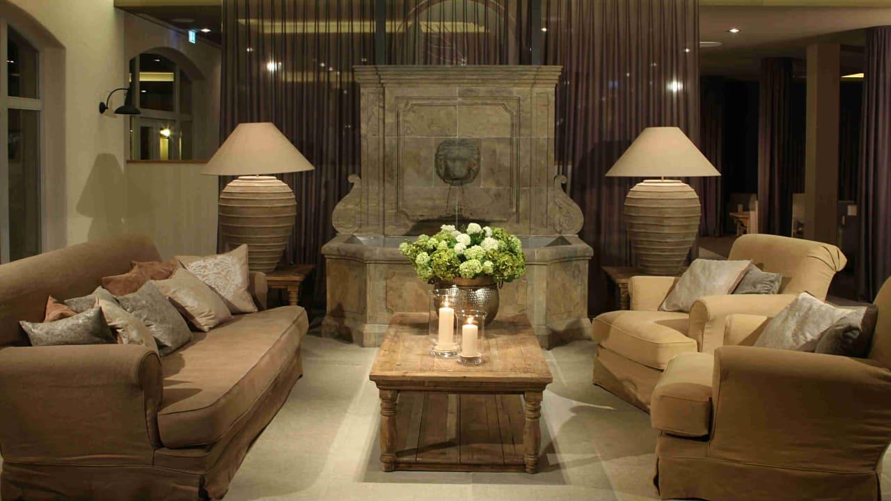 In der Lobby heißt das Hotel seine Gäste willkommen. (Foto: Spa & GolfResort Weimarer Land)